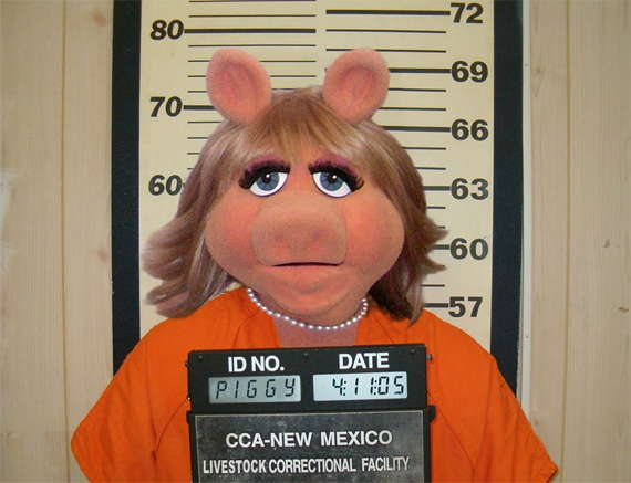 Loading Miss Piggy Mug-Shot