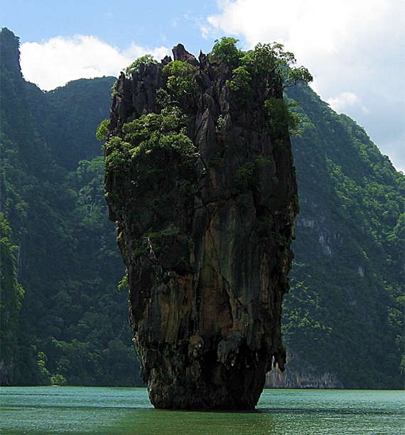 Loading James Bond Island