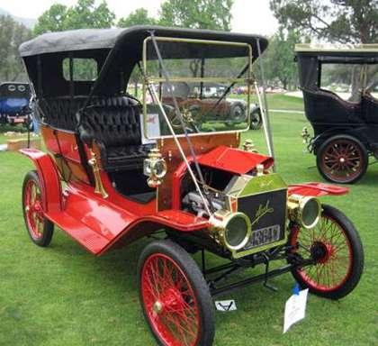 Loading 1910 Model T